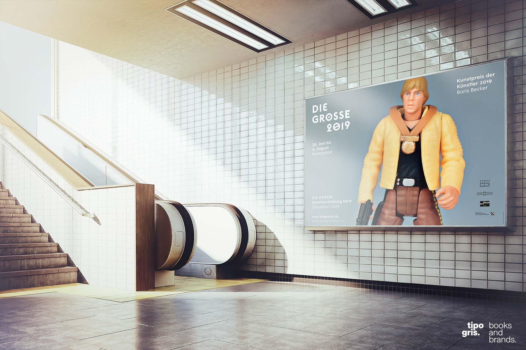 DIE GROSSE 2019. Gesamtgestaltung: Johannes López Ayala / Tipogris Books and Brands. Großplakat mit Luke Skywalker, einem Motiv von Boris Becker, und Typo-Ornamenten.