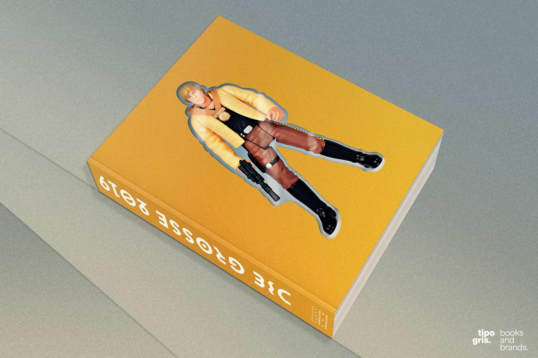 DIE GROSSE 2019. Gesamtgestaltung: Johannes López Ayala / Tipogris Books and Brands. Katalogaußenansicht – das Buch wurde wie eine Spielzeugverpackung gestaltet.