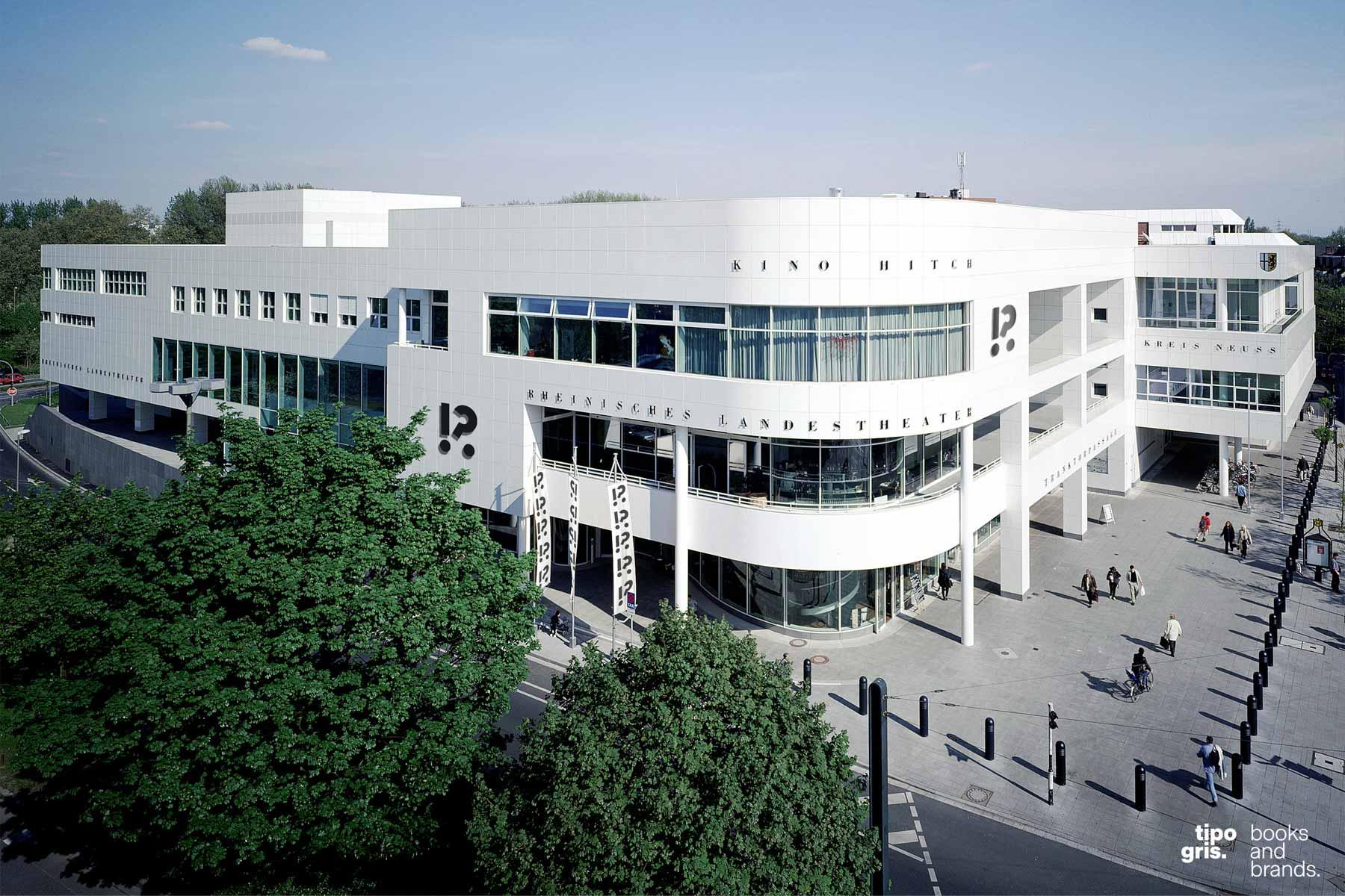 Rebranding und Gesamtgestaltung Rheinisches Landestheater Neuss 2019. Entwurf des Logos »Dramaticon« von Johannes López Ayala, Tipogris Books and Brands.